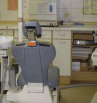 Ein Bild vom Behandlungsstuhl im Behandlungszimmer zwei